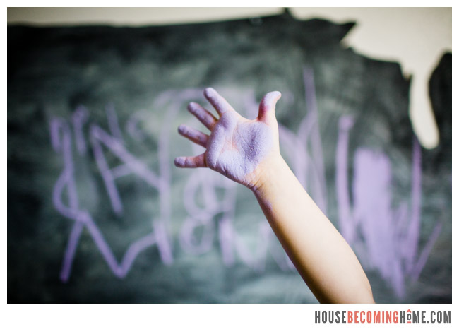 DIY US chalkboard purple chalk hand