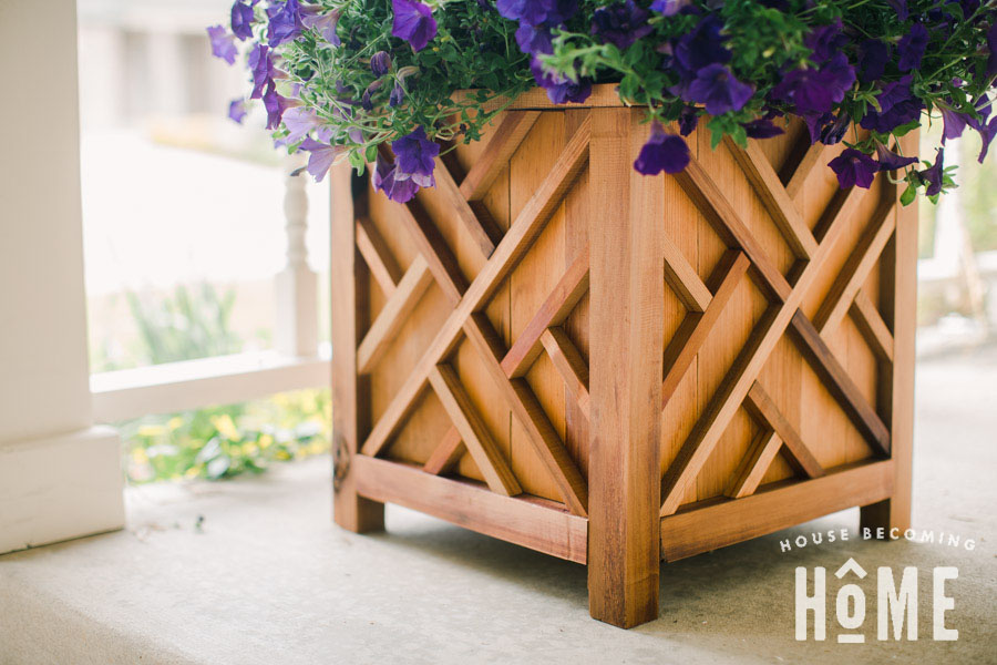 DIY Cedar Chippendale Planter. Full instructions and printable PDF plans!