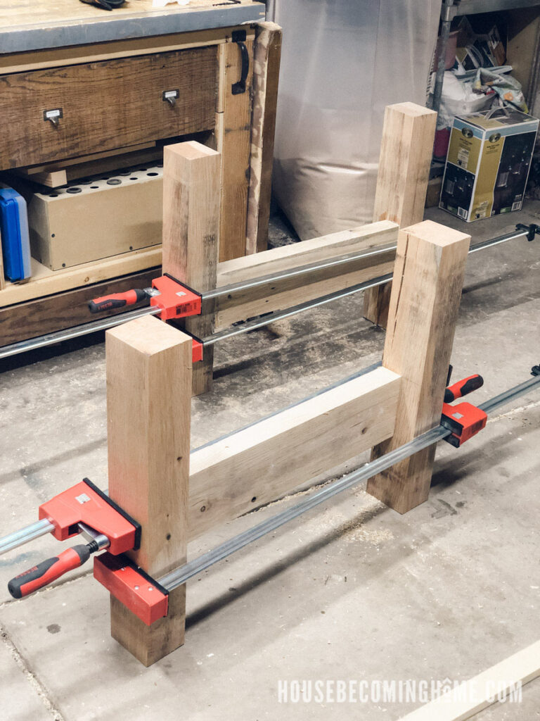 Clamping Legs of Outdoor Couch